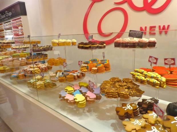 Chelsea Market New York Manhattan Eleni's Cookies Coffee