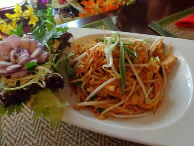 Maenaam Thai Restaurant Phad Thai Kai