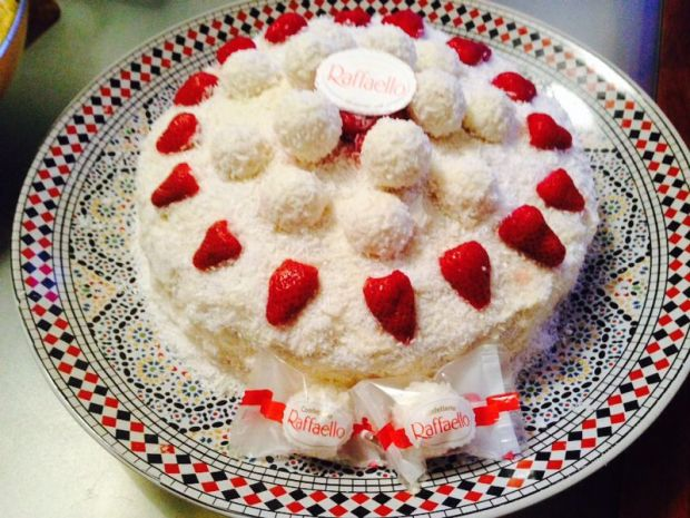 Ferrero Raffaello Cake Strawberry